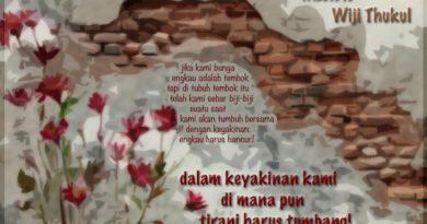 """Puisi """"Bunga dan Tembok"""" Karya Wiji Thukul"""